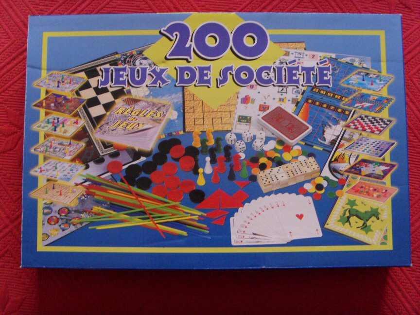 coffret 200 jeux de société prix   10 euros (très bon état, peu servi,  certains jeux sont encore neufs) d11f58a4a64e